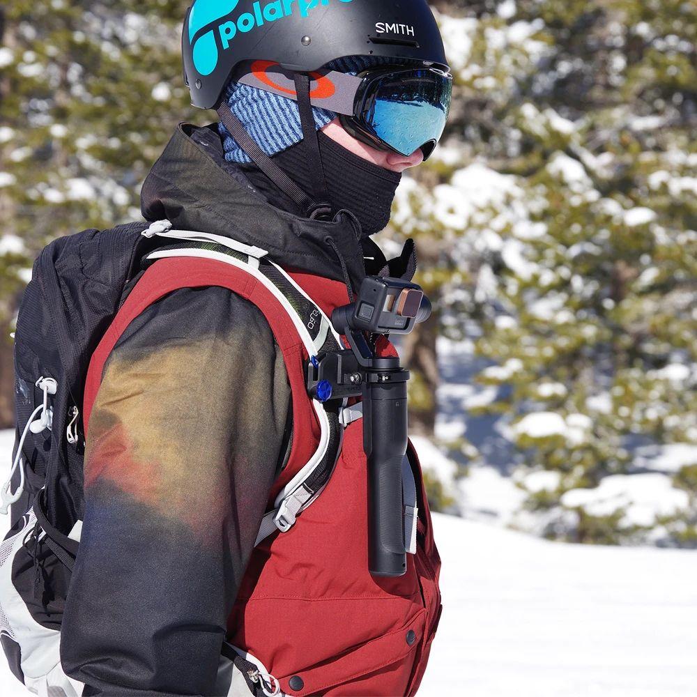 Photo d'un filtre PolarPro Cinema fixé sur une Gopro pour le ski