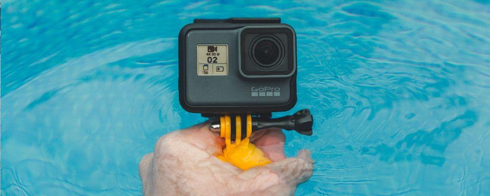Photo d'une GoPro Hero 5 sur une poignée flottante